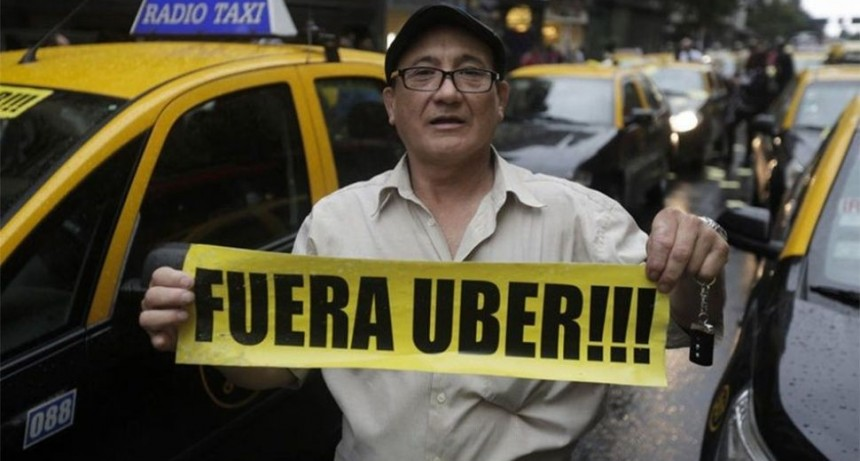 TAXISTAS vs LA MULTINACIONAL UBER